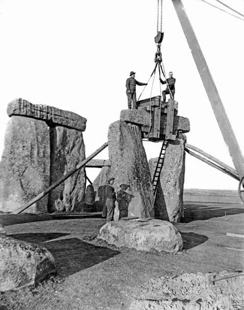 Stonehenge_reconstruction.jpg